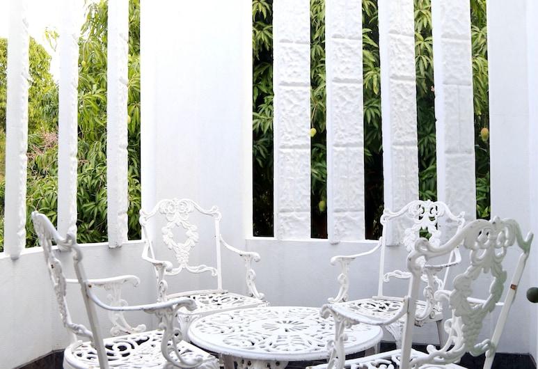 Millsborough Guest Apartments, Kingston, Apartment, 1 King Bed, Kitchen, Executive Level, Terrace/Patio