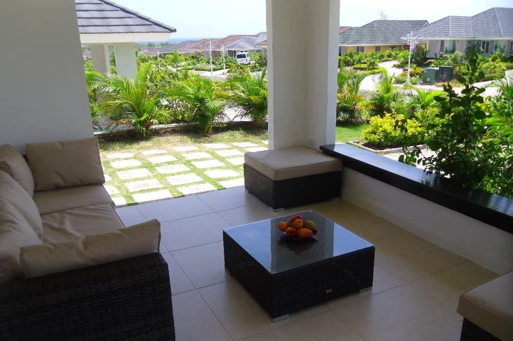Family Villa, 3 Bedrooms, Partial Ocean View, Ground Floor - Terrace/Patio