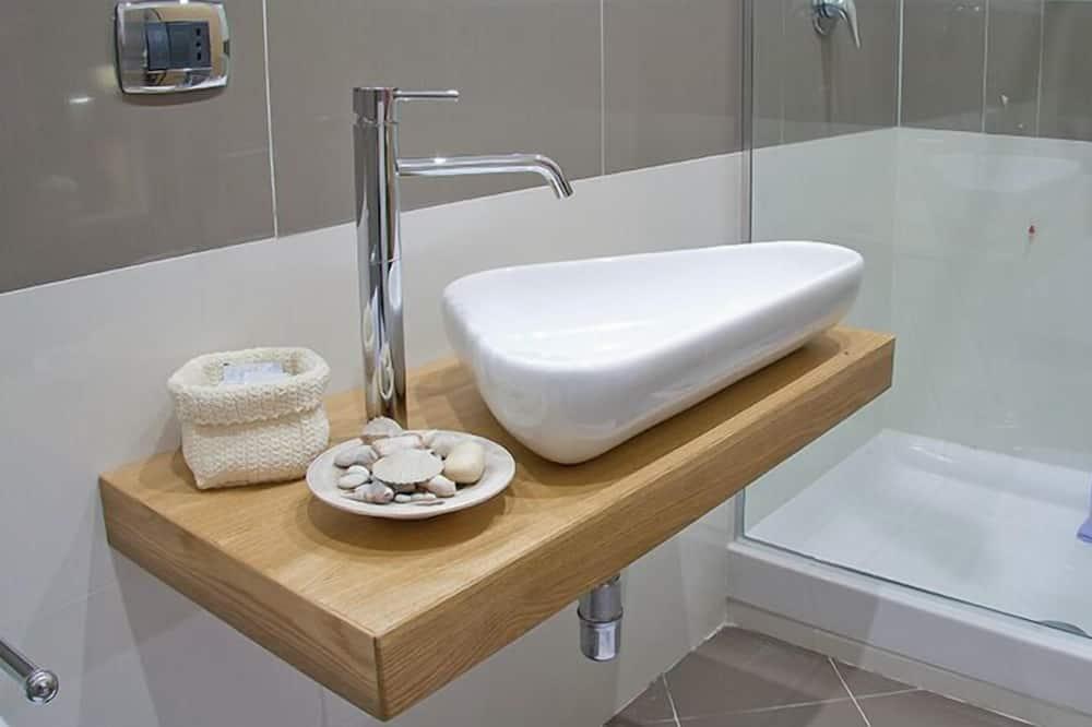 Double Room Single Use - Bathroom Sink