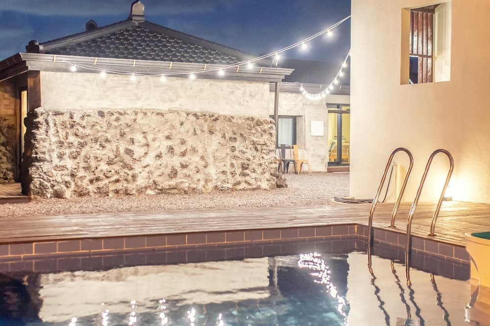 Family Townhome - Private pool