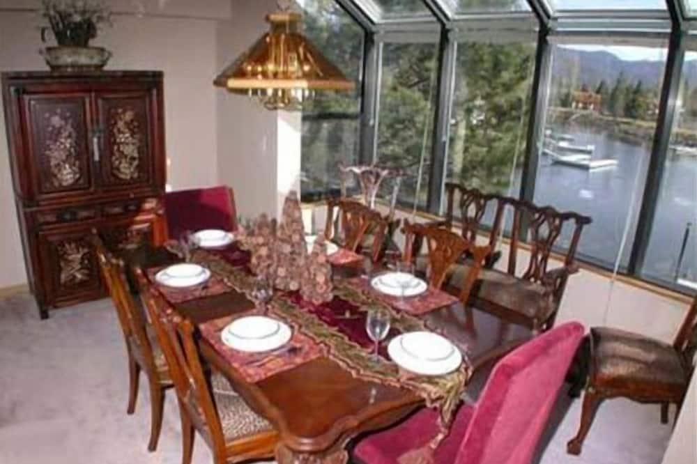 Liukso klasės namas, 3 miegamieji - Vakarienės kambaryje