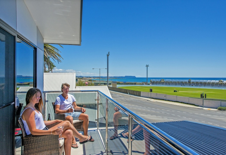Burnie by the Bay Apartments, Burnie, Ocean Deluxe Apartment (Upstairs with Balcony), Guest Room