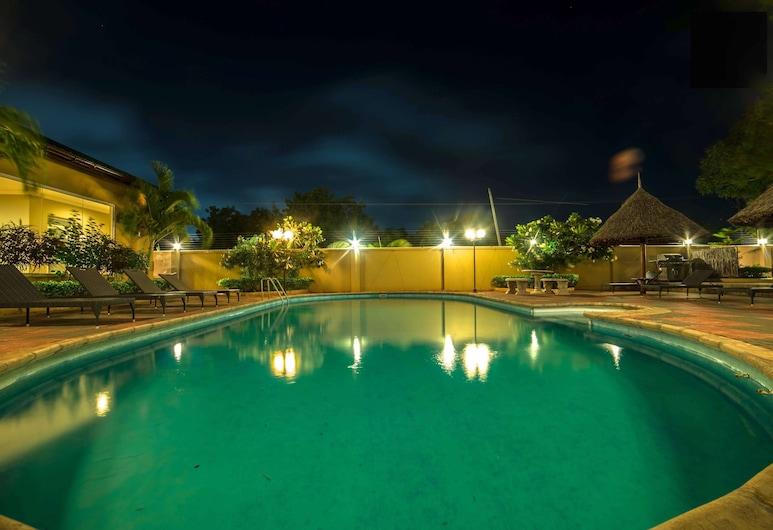 Colosseum Square Luxury Apartments, Dar es Salaam, Pool