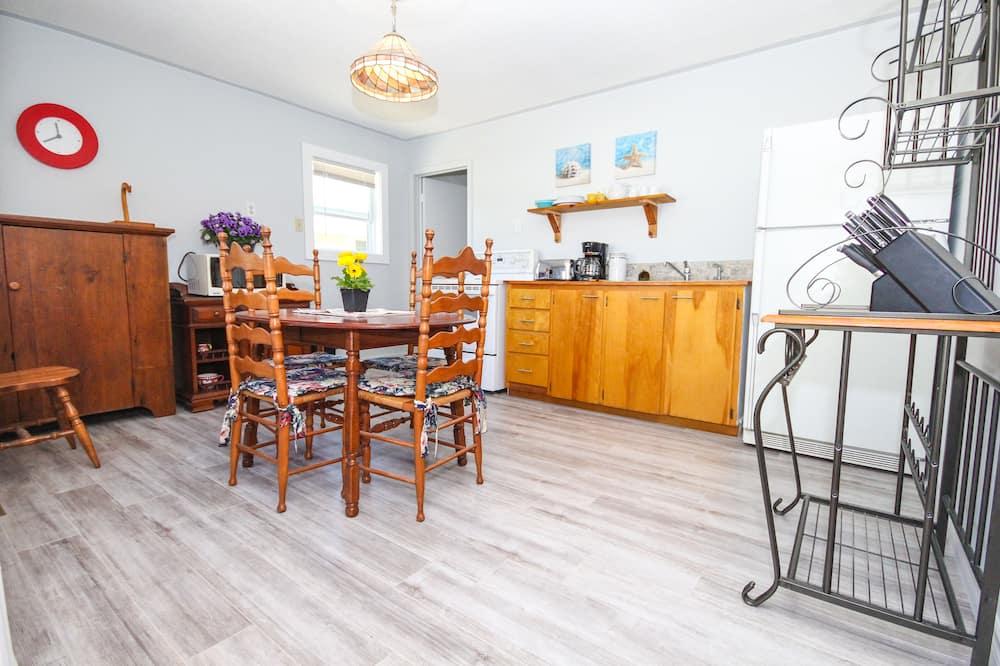 Stüdyo, 1 Yatak Odası, Mutfak (Sharkie's Den) - Odada Yemek Servisi