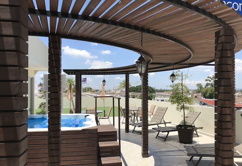My Home Suites, Celaya, Outdoor Spa Tub
