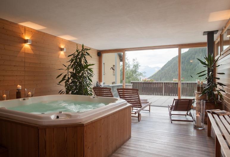 Chalet Stella Alpina Hotel & Wellness Spa, The Originals Relais, Bedretto, Innen-Whirlpool