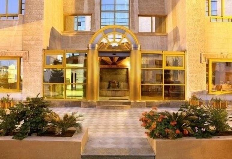 Capri Hotel Suites, Amanas