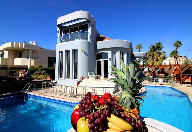 Custo Club, Eilat, Exterior
