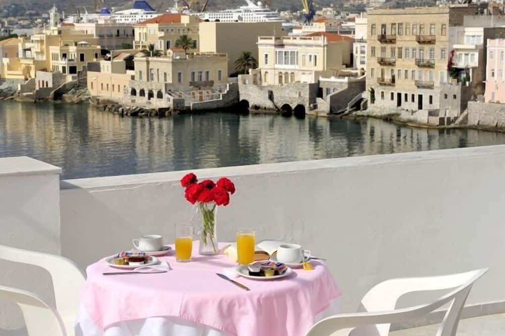 Studio, Balcony, Sea View (Red) - Imej Utama