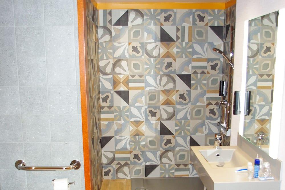 ห้องแฟมิลี่สวีท, เตียงใหญ่ 2 เตียง (Junior) - ห้องน้ำ