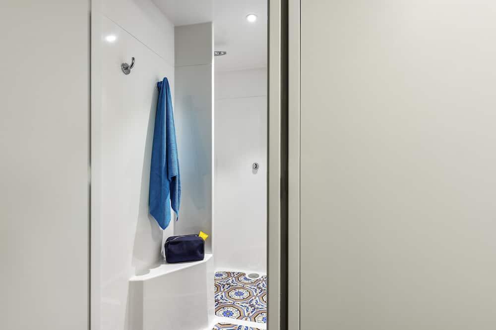 Room, 3 Single Beds - Bathroom