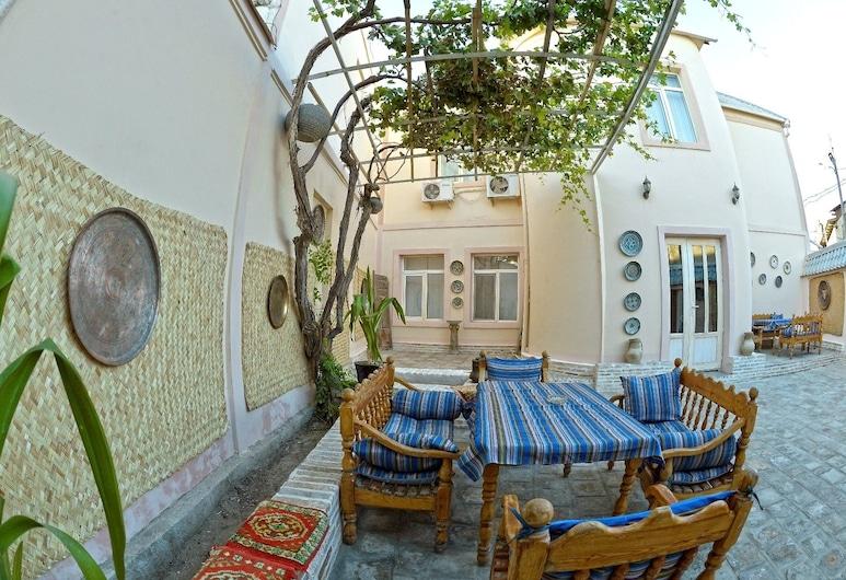 Minzifa Inn, Bukhara, Courtyard