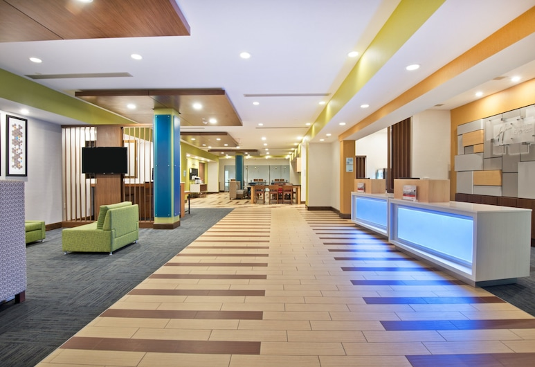 Holiday Inn Express & Suites Uniontown, Uniontown, Lobby