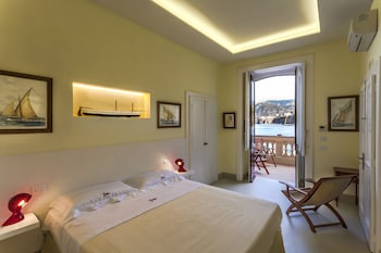 Picture of Yacht Club Capo Cervo Suites in Sorrento