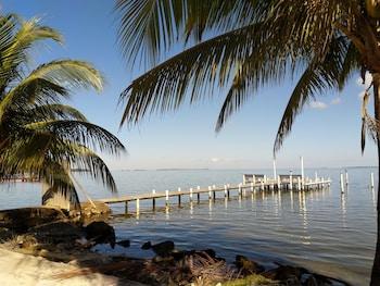Mynd af The Red Hut Inn í Belize City