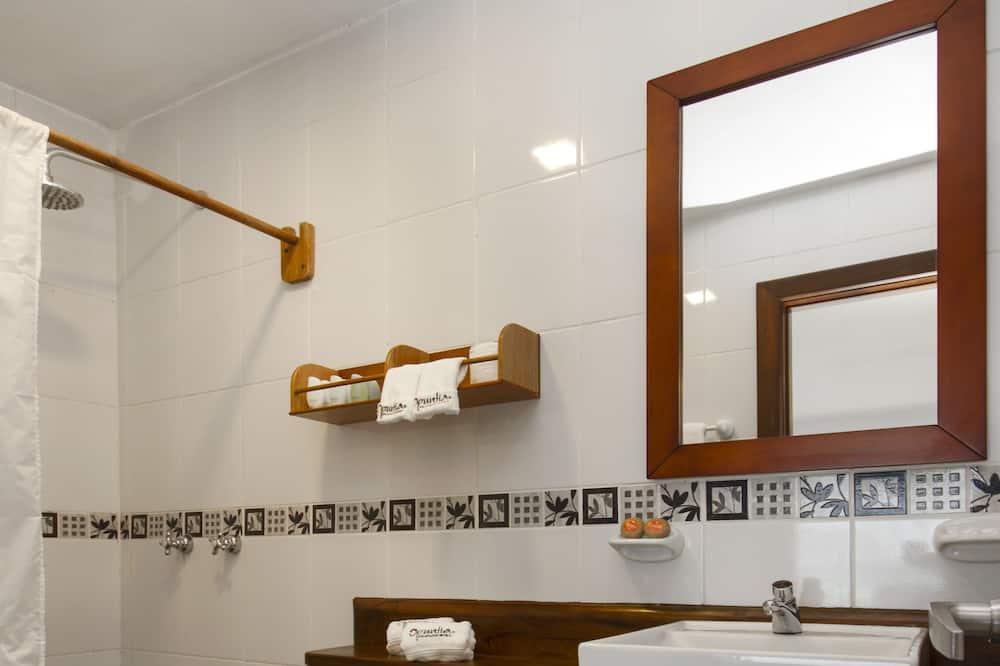 Superior háromágyas szoba, kilátással az óceánra - Fürdőszoba