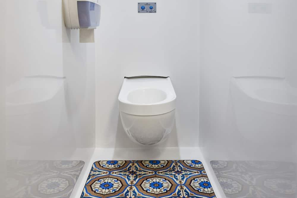 Tandem Room for 2 travelers maximum. Les Basiques #ontheroad - Bathroom