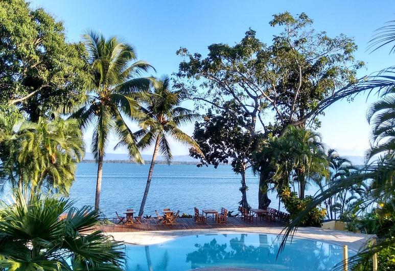 Banana Palms Hotel, Livingston, Laste bassein