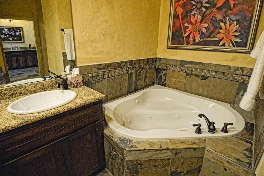 Luxury villa, 1 ülilai voodi, vaade jõele (Villa 2) - Vannituba
