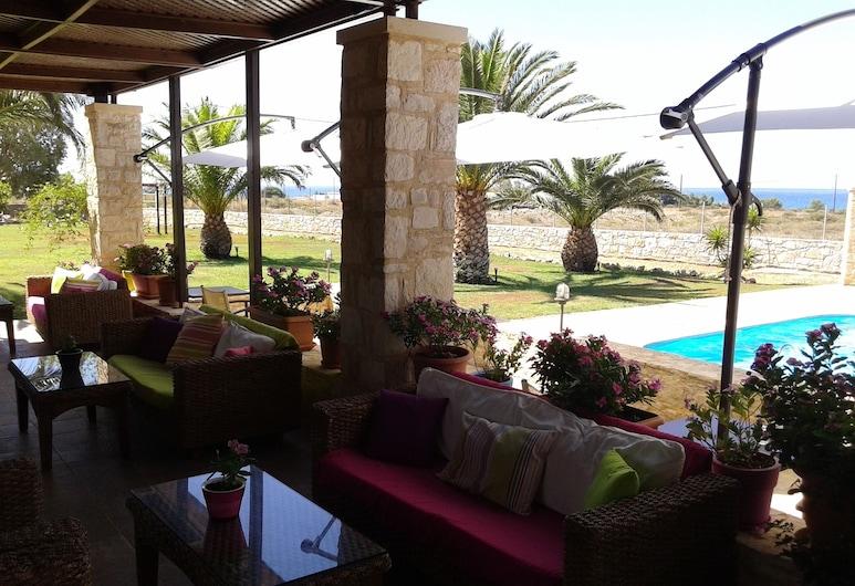 Kallicrates Village, Sfakia, Bar junto a la piscina
