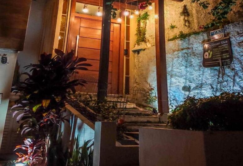 聖卡塔琳娜波普青年旅舍, Florianopolis, 飯店入口 - 夜景
