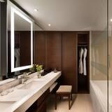 Executive Suite, 1 King Bed, Non Smoking (Executive lounge access) - Bathroom