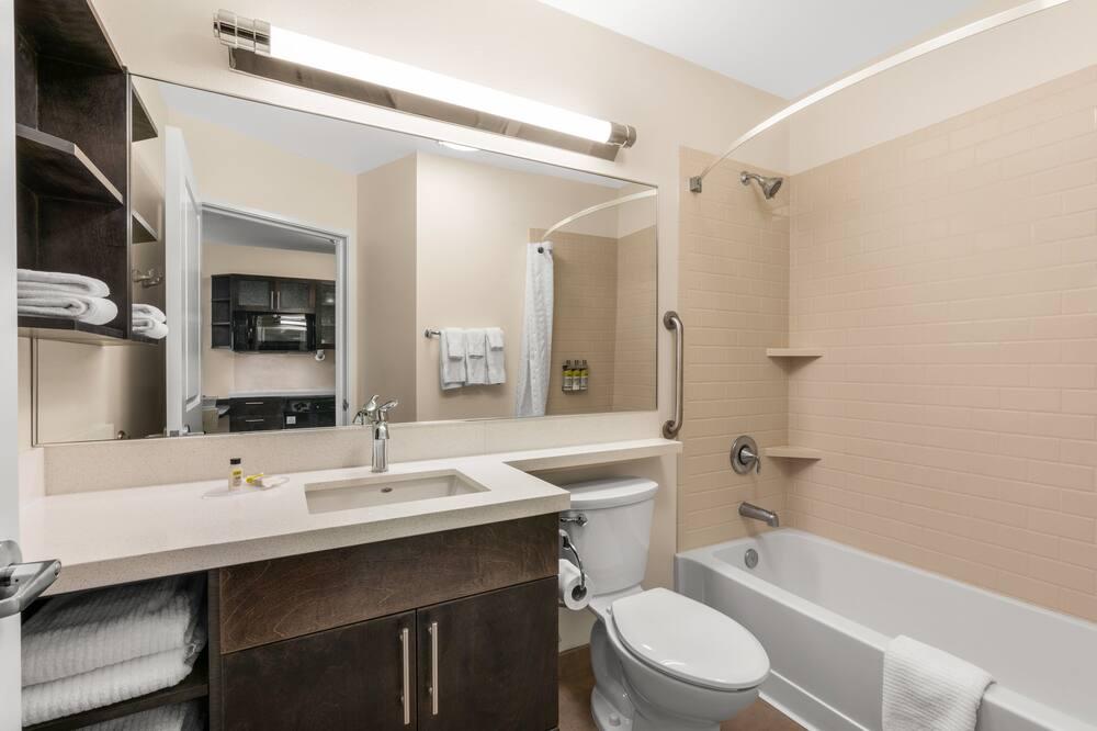 Studiosviitti, 2 keskisuurta parisänkyä - Kylpyhuone