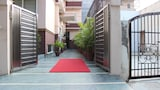 Choose This Family-friendly Hotel in Noida - Online Room Bookings