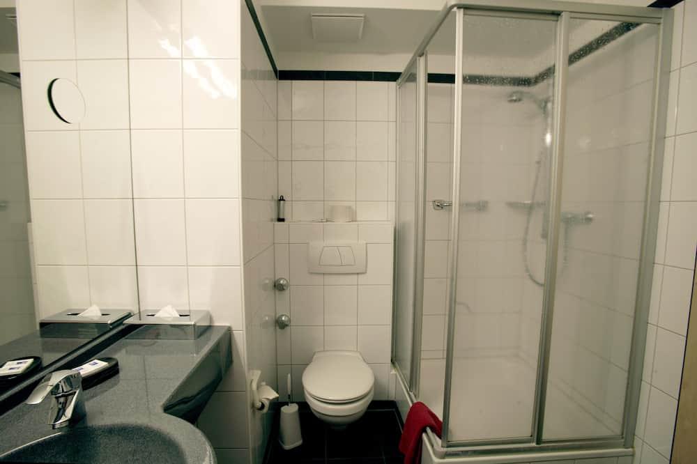 Standard Double Room, Accessible, Non Smoking - Bathroom