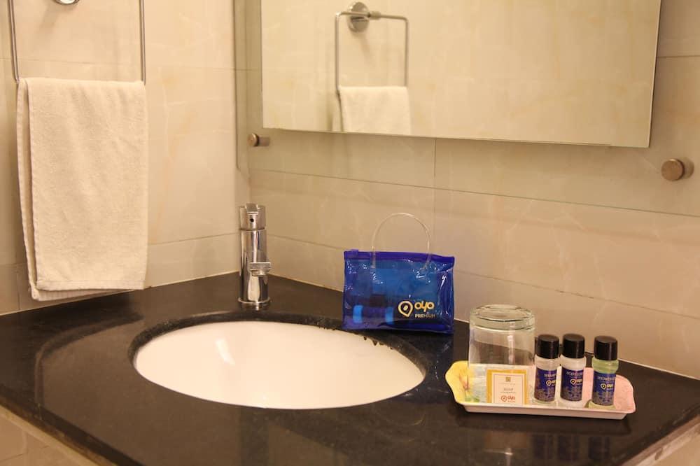 Standard Double or Twin Room, Private Bathroom - Bathroom