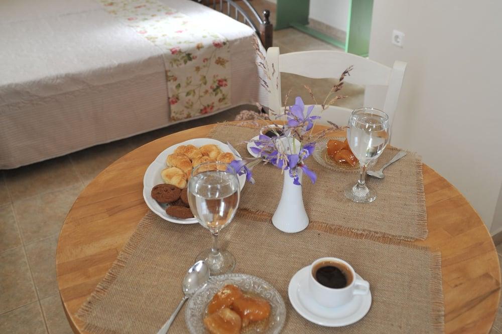 Apartment (Fournos) - In-Room Dining