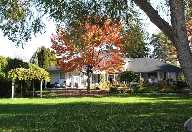 Lakeshore Bed & Breakfast, Kelowna, Property Grounds