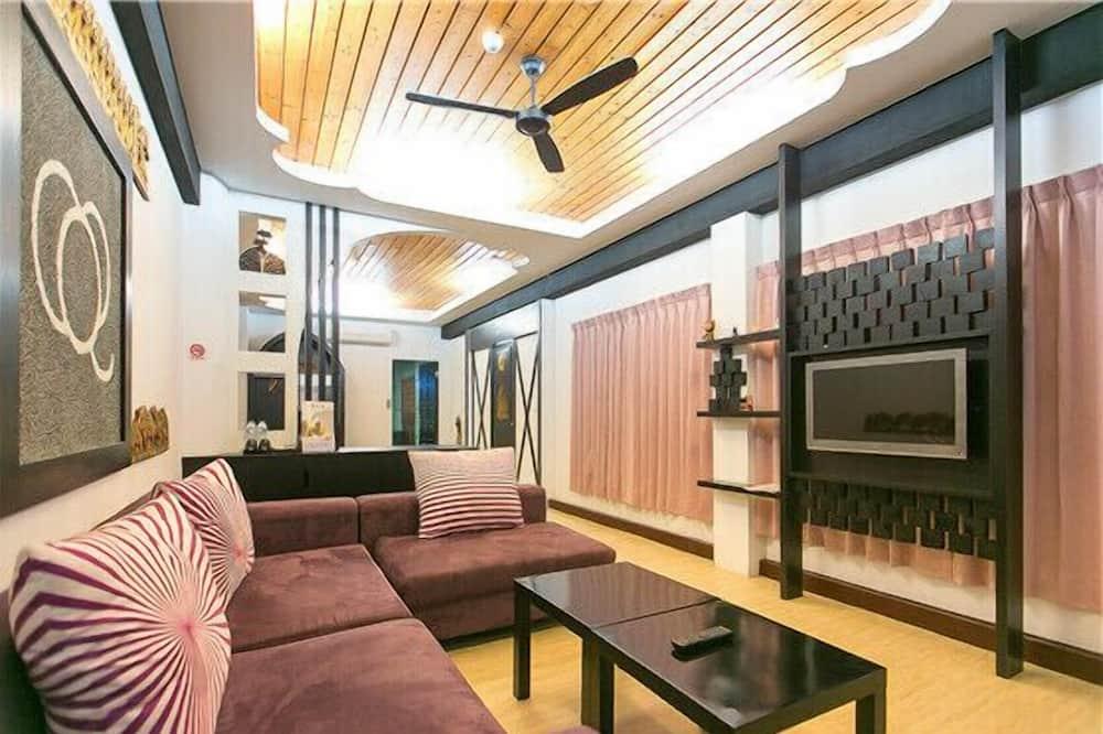 Allan's Room - Living Area