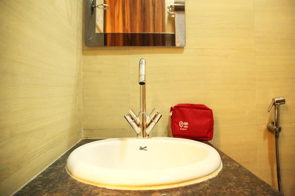 Standard Double or Twin Room, Private Bathroom - Bathroom Sink