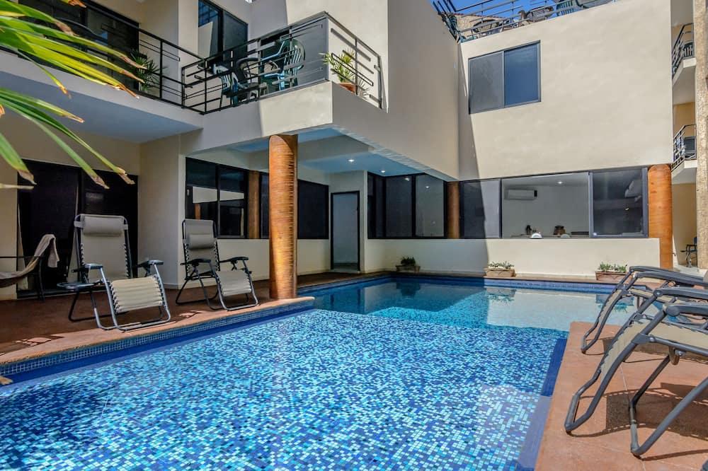 Hồ bơi trong nhà/ngoài trời