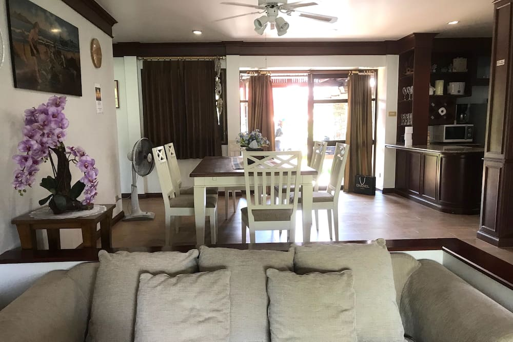 Romantic House, 4 Bedrooms, Kitchen, River View - Living Area