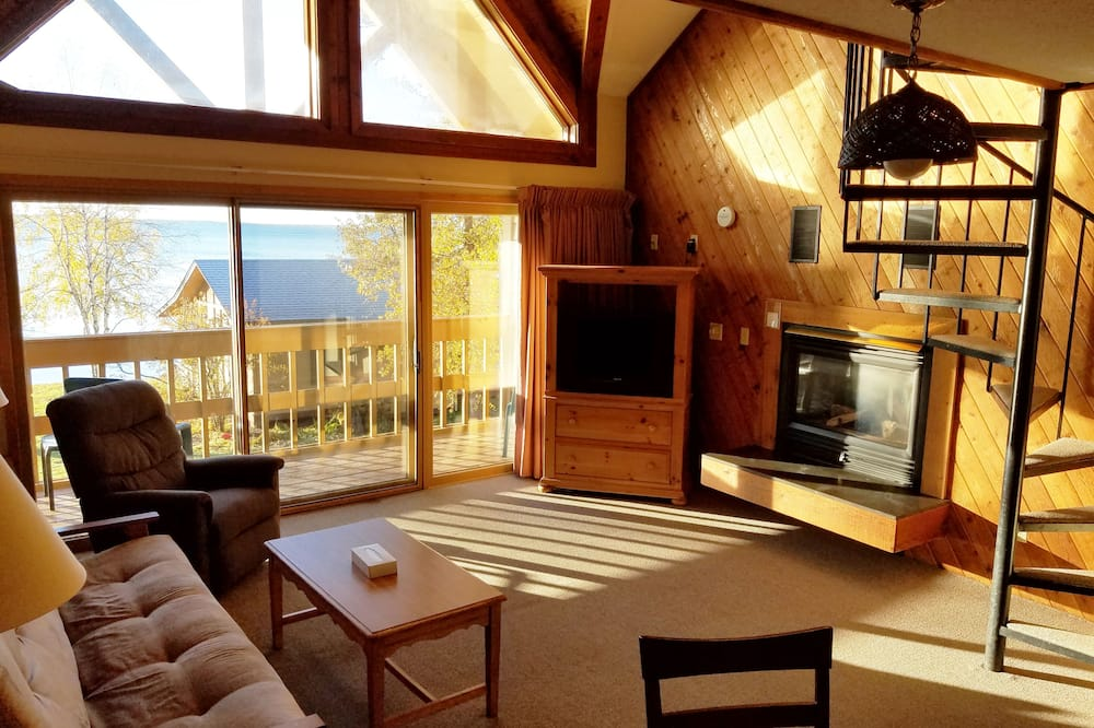 Loftas, virtuvėlė, vaizdas į ežerą (Cedar Lodge Loft) - Kambarys