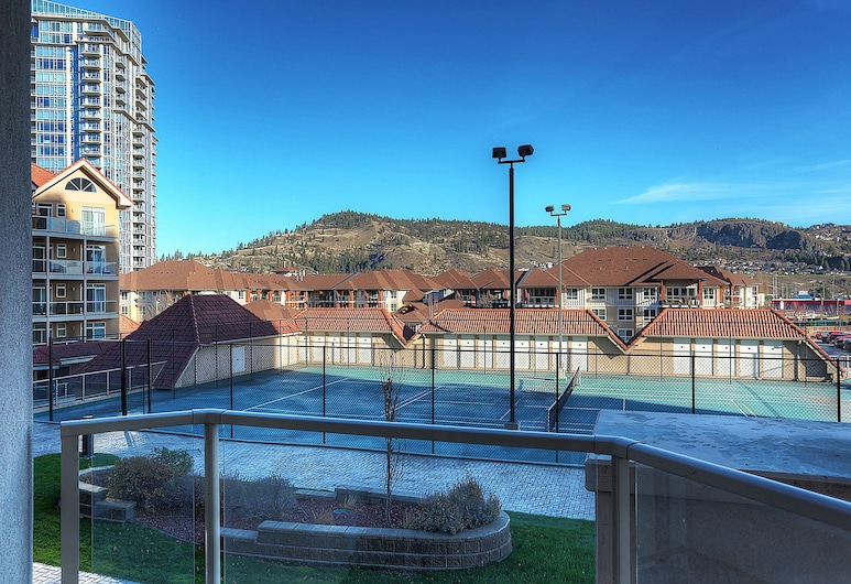 Sunset Waterfront Resort by KelownaGo, Kelowna, Traditional Condo, 1 Bedroom, Kitchen, View from room