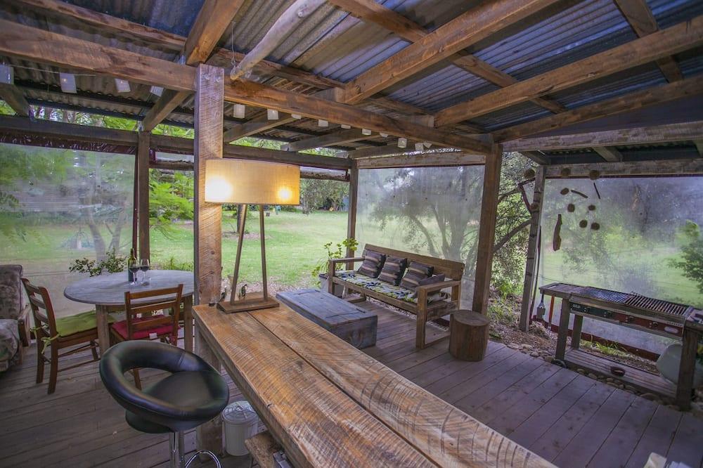 Dobbeltrom – basic, utsikt mot hage - Terrasse/veranda