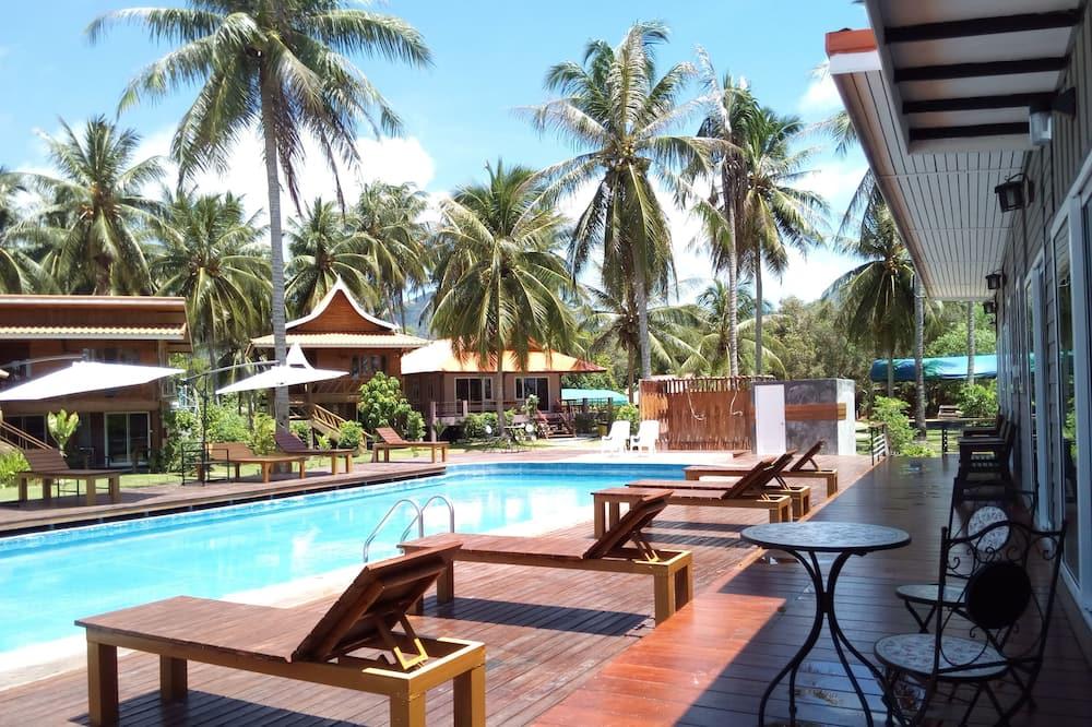 Улучшенный двухместный номер с 2 односпальными кроватями, вид на бассейн - Открытый бассейн