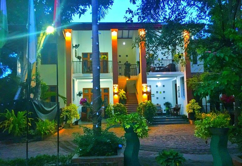 West Dene, Negombo, Průčelí hotelu