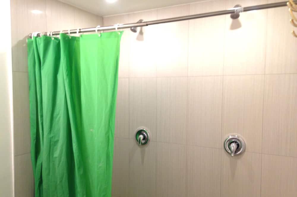 Standard-Doppelzimmer, 1 Schlafzimmer, Stadtblick - Dusche im Bad