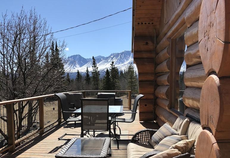 Mount Logan Lodge, Haines Junction, Balcony