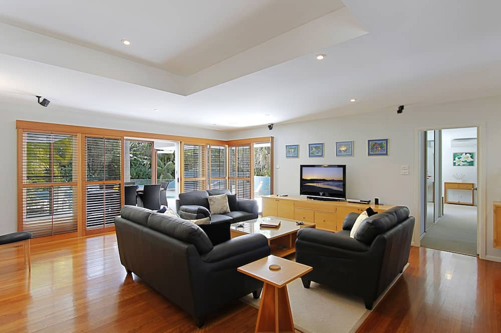 House, 3 Bedrooms - Living Room