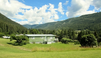 Picture of Blacktail Ridge Lodge & RV in Wynndel