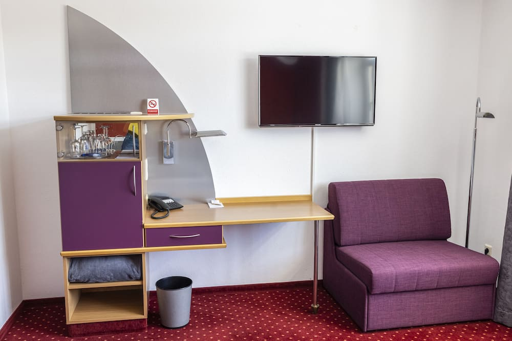 Chambre Simple, 1 grand lit - Coin séjour