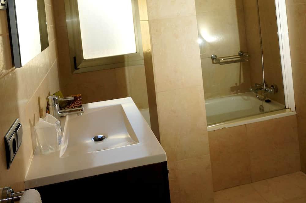 Phòng 3, 3 giường đơn - Phòng tắm