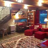 Апартаменти, 1 ліжко «кінг-сайз» (Stairs in Room) - Вітальня