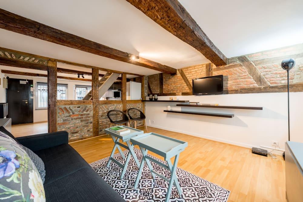 Duplex, 1 Bedroom - Living Room