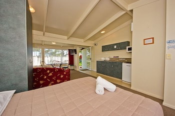 Picture of Tahuna Beach Kiwi Holiday Park & Motel in Nelson